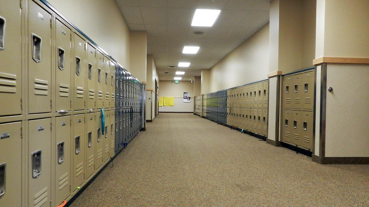 sp_summitjunior_slide_hall_1280x720
