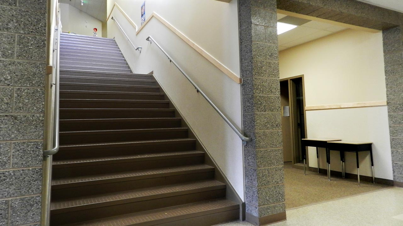 sp_summitjunior_slide_stairs_1280x720